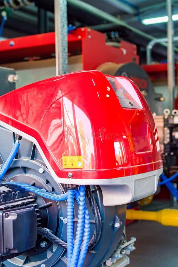 Промышленное оборудование боилера с дуя газовой горелкой стоковое изображение