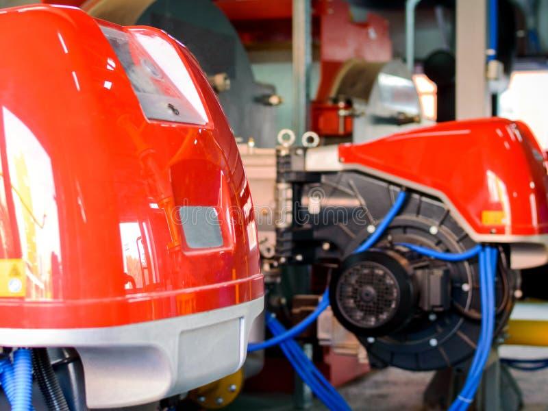Промышленное оборудование боилера с дуя газовой горелкой стоковое изображение rf