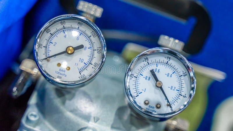 Промышленное оборудование манометра в лаборатории стоковые фотографии rf