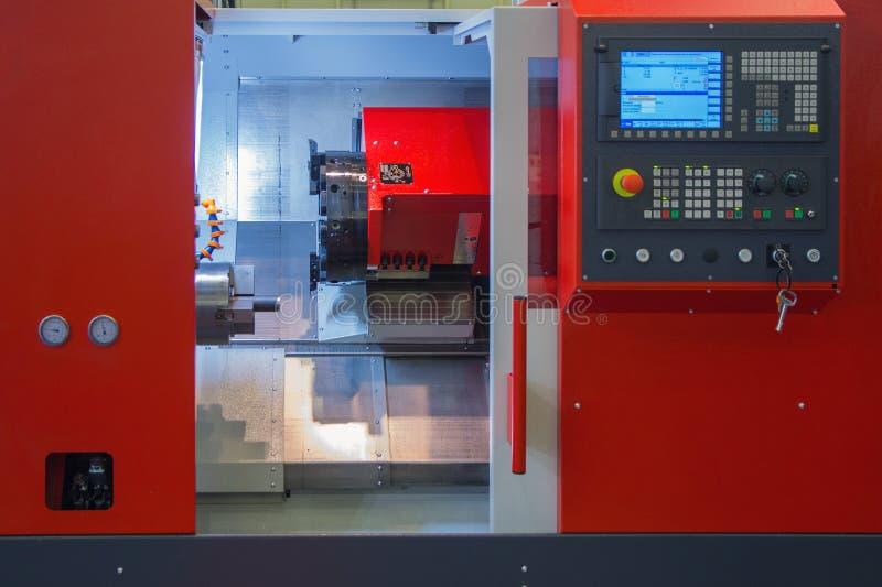 Промышленное оборудование центра филировальной машины cnc стоковая фотография rf
