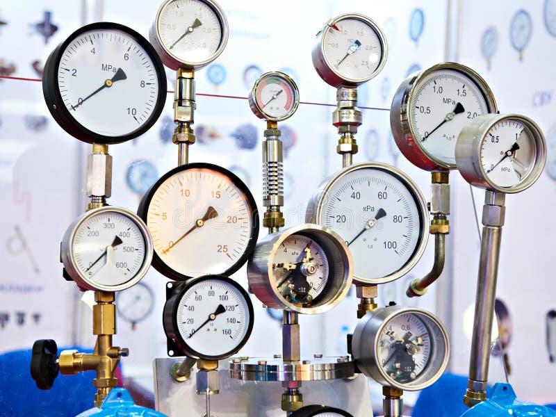 Промышленные сетноые-аналогов датчики давления стоковые фото