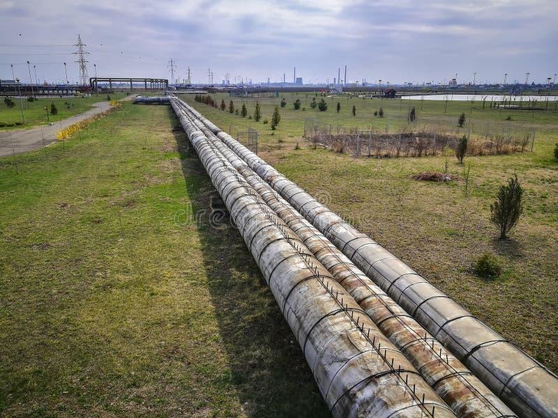 Промышленные трубы для транспорта тепловой энергии стоковое фото
