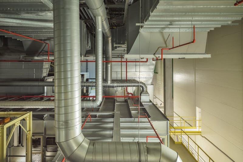 Промышленные трубы системы и вентиляции воздушного охлаждения стоковая фотография