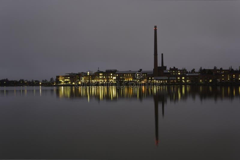 Промышленный взгляд морским путем на ноче стоковое изображение rf