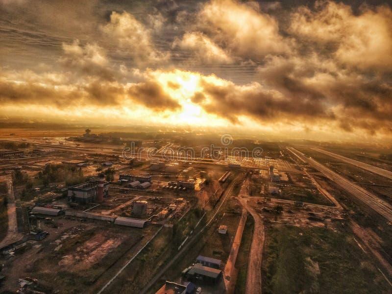 промышленный заход солнца стоковые фото