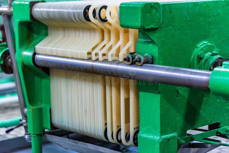 Промышленный механизм фильтра патрона на винодельне стоковые фото