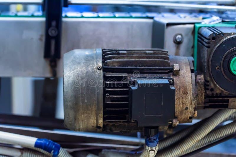 Промышленный механизм фильтра патрона на винодельне стоковые изображения