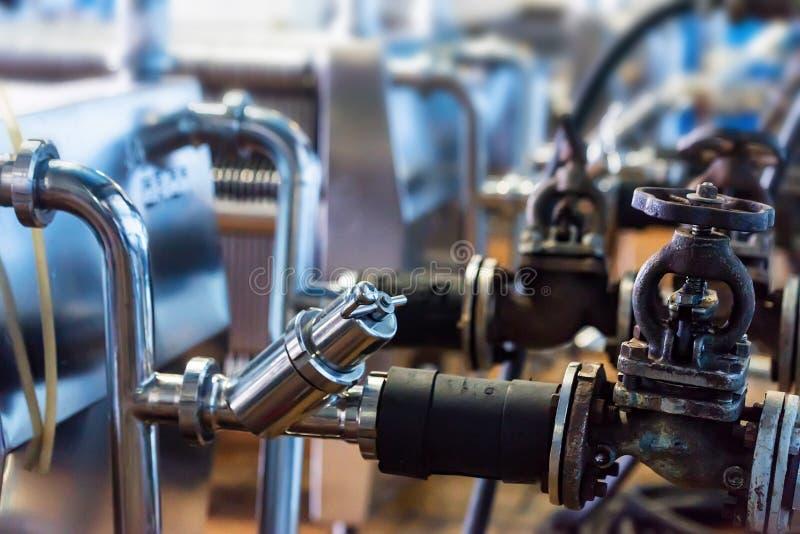 Промышленный механизм фильтра патрона на винодельне стоковые фотографии rf