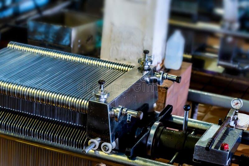 Промышленный механизм фильтра патрона на винодельне стоковое изображение rf