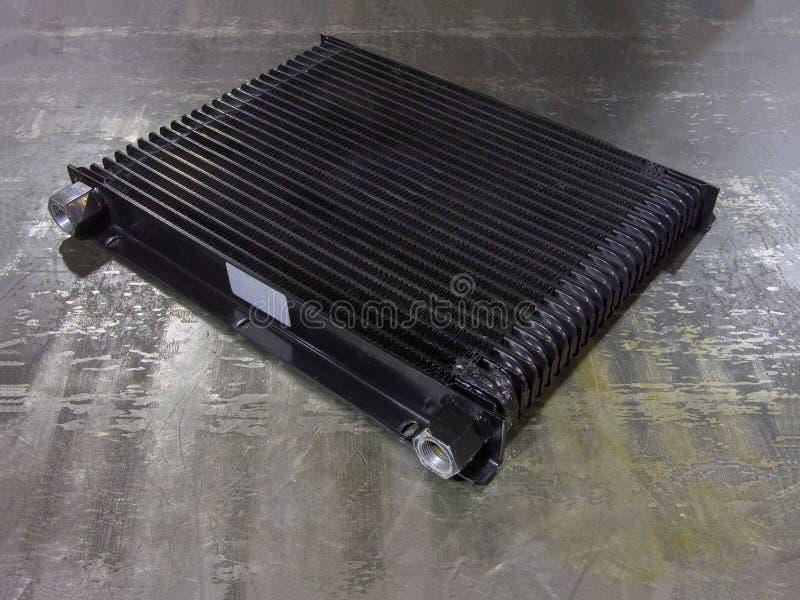 Промышленный радиатор конвективного охлаждения на железной поверхности стоковая фотография rf