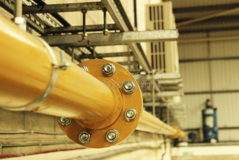 Промышленная желтая стальная труба газа стоковые фотографии rf