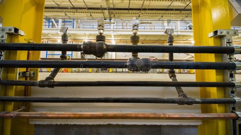 Промышленная зала - пускать по трубам жидкостей стоковое фото rf