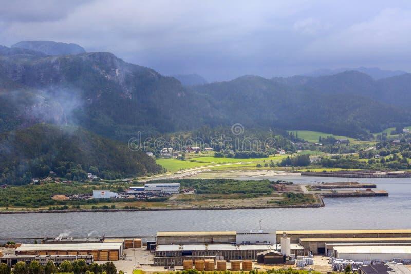 Промышленная зона лесопилки в Namsos, Норвегии стоковые фото