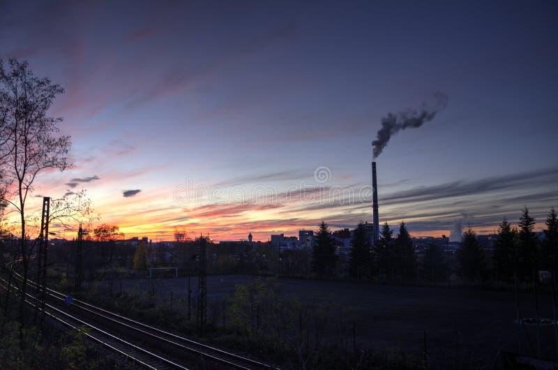 Промышленная зона на заходе солнца стоковые фотографии rf