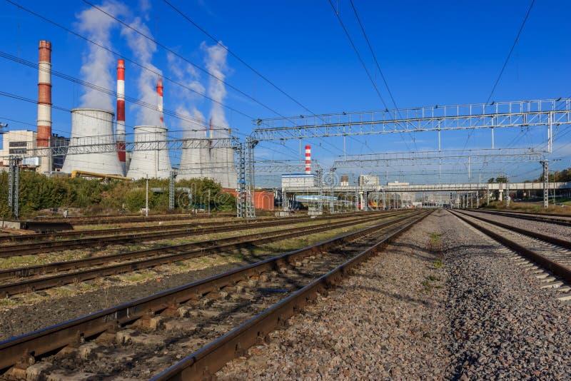 Промышленная зона, электрическая станция тепловой мощности стоковое фото