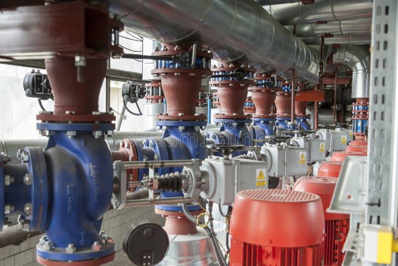 Промышленная линия установка трубы стоковые изображения rf