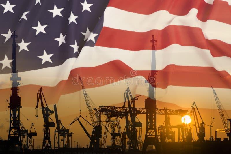 Промышленная концепция с флагом Соединенных Штатов на заходе солнца стоковое фото