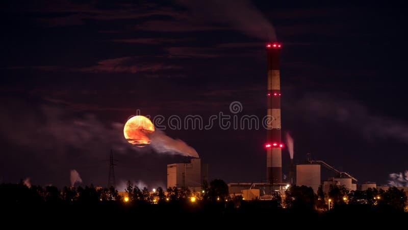 Промышленная луна стоковое фото