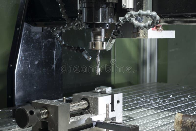 Промышленной машина металла cnc автоматизированная мельницей обрабатывая стоковое фото