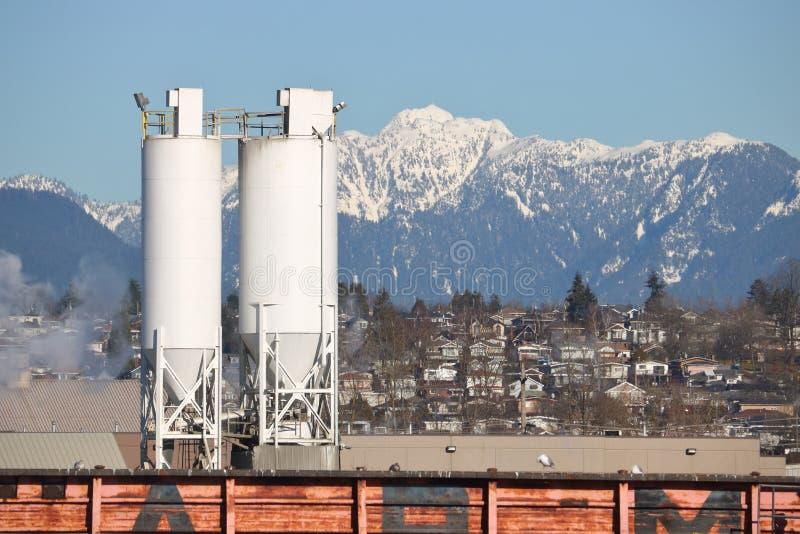 Промышленные внешние вертикальные ящики зерна стоковое фото