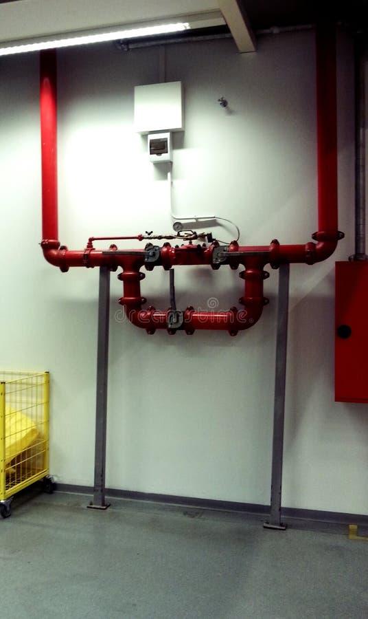 Промышленные трубы и клапан стоковая фотография rf