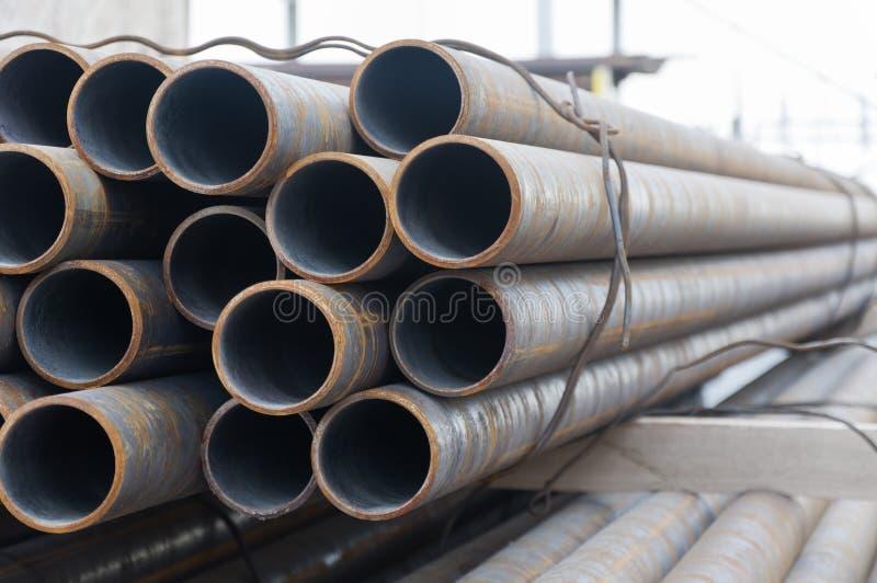 Промышленные трубы на складе стоковые фотографии rf