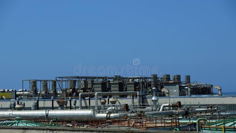 Промышленный ландшафт. Нефтеперерабатывающее предприятие стоковая фотография