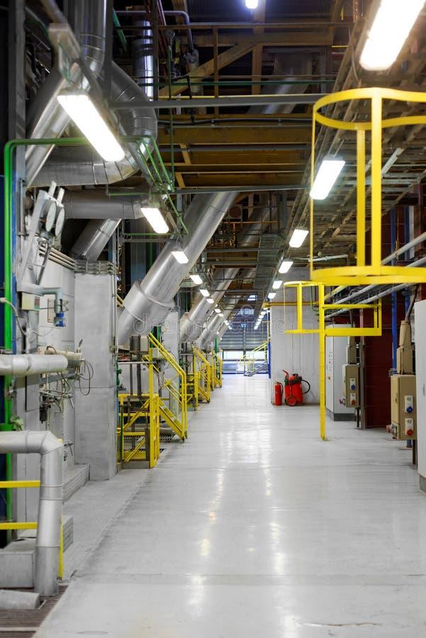 Промышленный интерьер родовой электростанции стоковое фото
