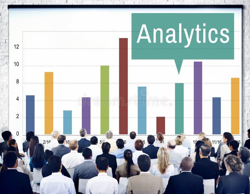 Проницательность анализа аналитика соединяет концепцию данных стоковая фотография