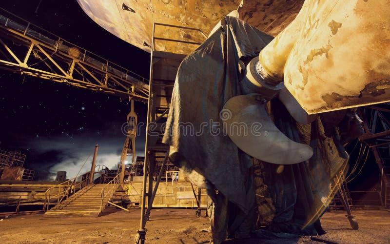 Пропеллер корабля в верфи стоковые фотографии rf