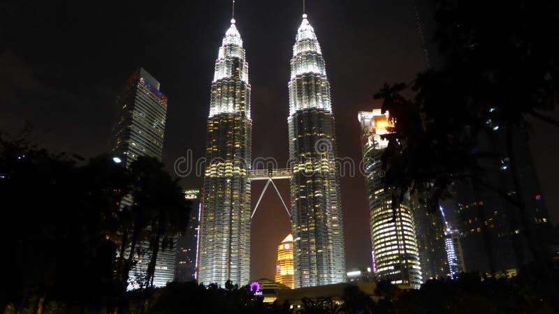 прописное Куала Лумпур Малайзия к близнецам перемещения башен стоковая фотография rf