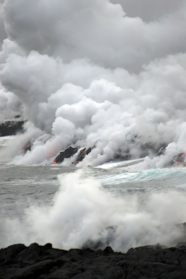 пропуская океан лавы стоковое изображение