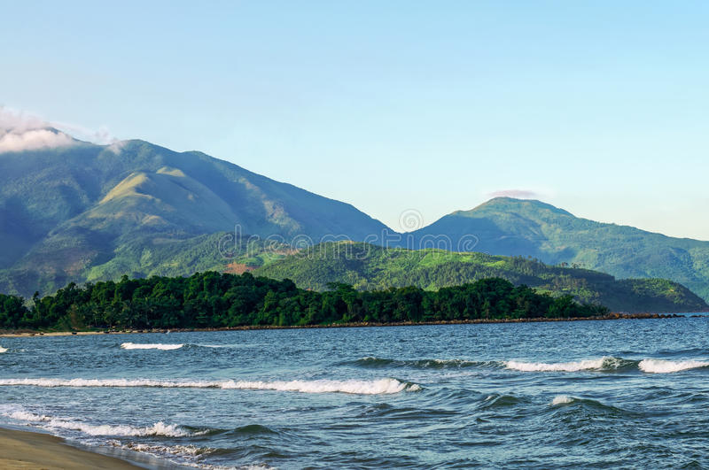 Пропуск, море и песок Hai Van стоковое изображение rf