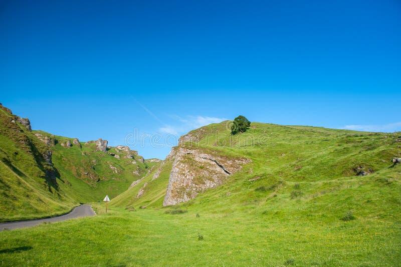 Пропуск Winnats, пиковый национальный парк района, Дербишир, Англия, Великобритания стоковые фото