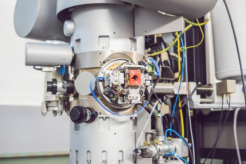 Просвечивающий электронный микроскоп в научной лаборатории стоковое фото