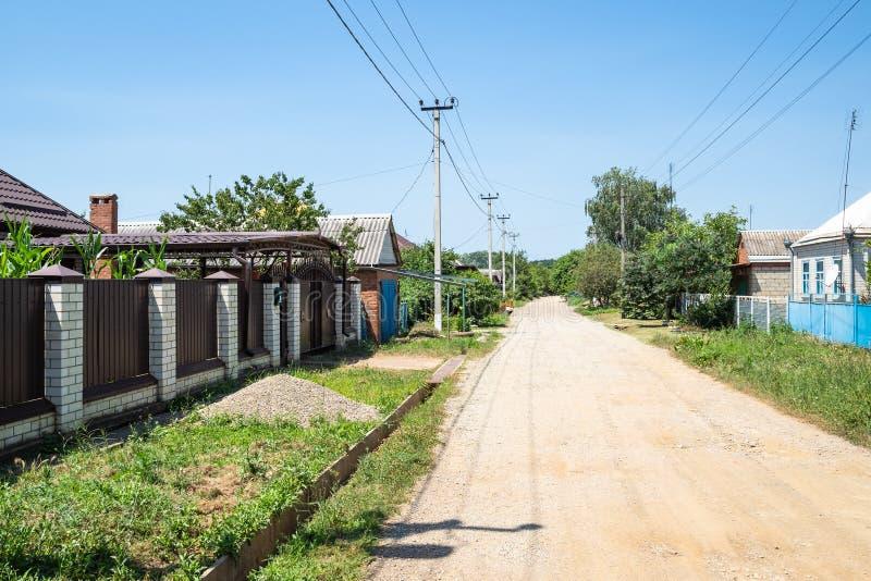 Проселочная дорога на улице Chapaeva в Akhtyrka стоковое изображение rf