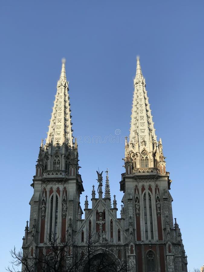 Прославленные шпили собора St Nicholas римско-католического в Kyiv стоковое изображение rf
