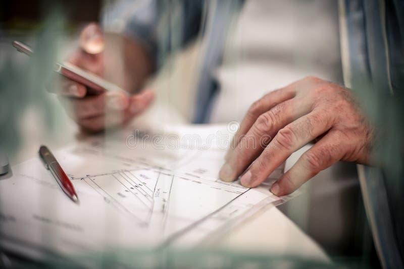 просматривайте детализированный шарж дела чувствуйте свободно другую серию плана к работам стоковое изображение rf