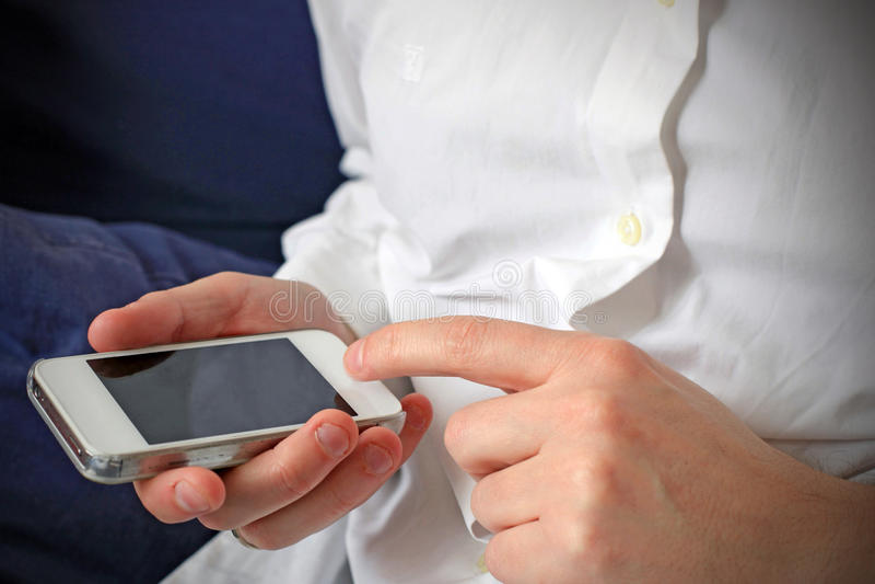 Download Просматривать на Smartphone Стоковое Изображение - изображение насчитывающей телефон, руки: 41654031