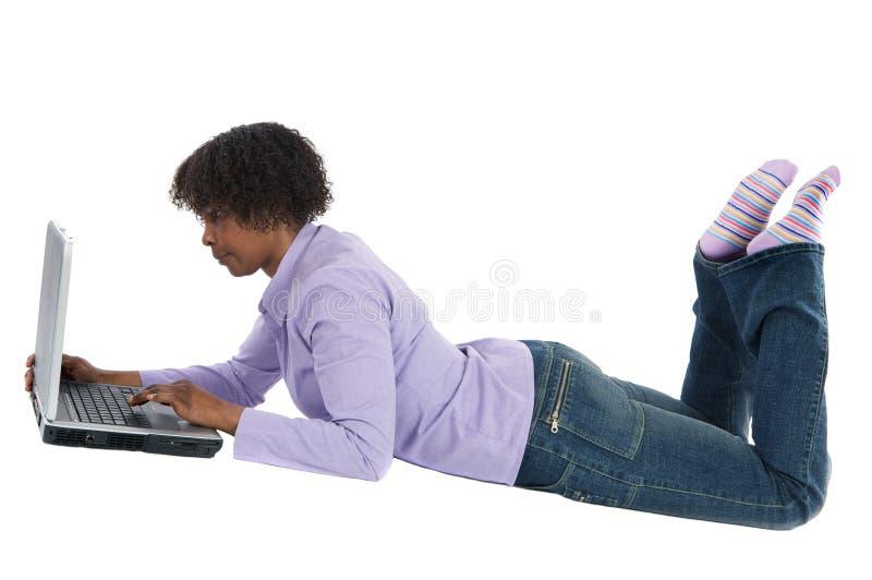 просматривая женщина интернета стоковые изображения rf