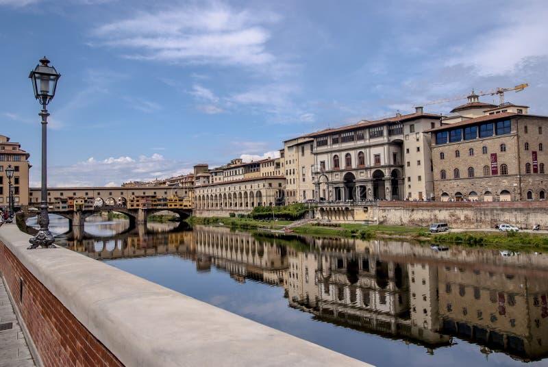 Просмотр на Ponte Vecchio в Флоренции стоковая фотография rf