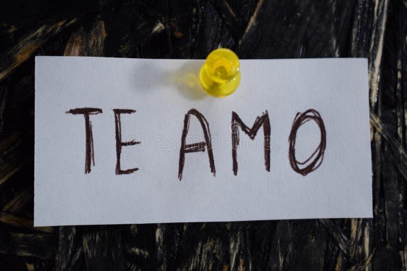 Простая и постижимая надпись, я тебя люблю в испанском языке стоковые фотографии rf