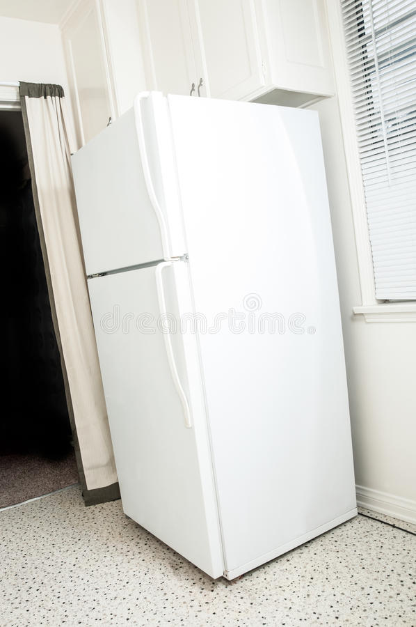 Простой белый холодильник стоковая фотография rf
