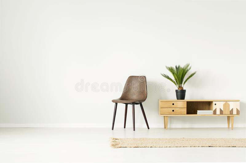 Простой интерьер живущей комнаты стоковое фото rf