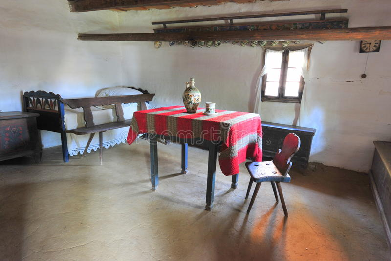Просто и плохая деревенская домашняя мебель стоковые фото