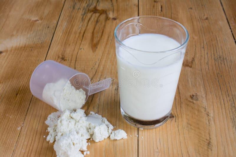 Протеин Whey с молоком стоковое изображение rf