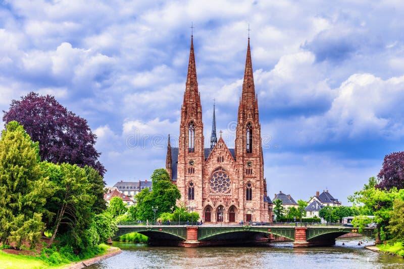Протестантская церковь города страсбурга средневековая стоковая фотография rf