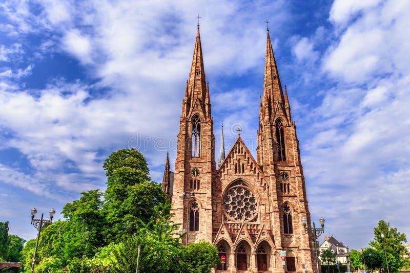 Протестантская церковь города страсбурга средневековая стоковые фотографии rf