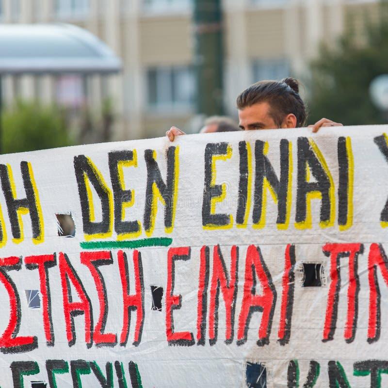 Протестующие анархиста около университета Афин, который был занят протестующими стоковое изображение rf