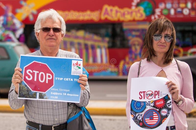 Протестующие во время дня мира действия против TTIP CETA TISA в Афинах около президентского дворца стоковая фотография rf